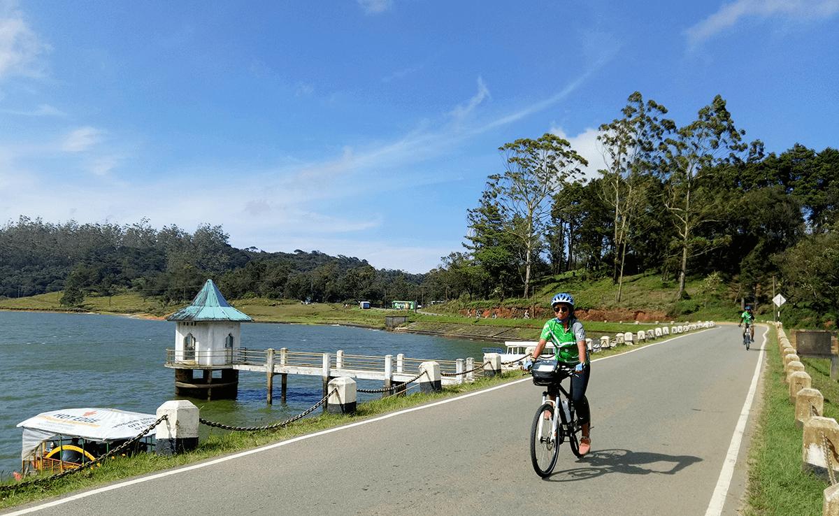 Sri Lanka travel bike tour