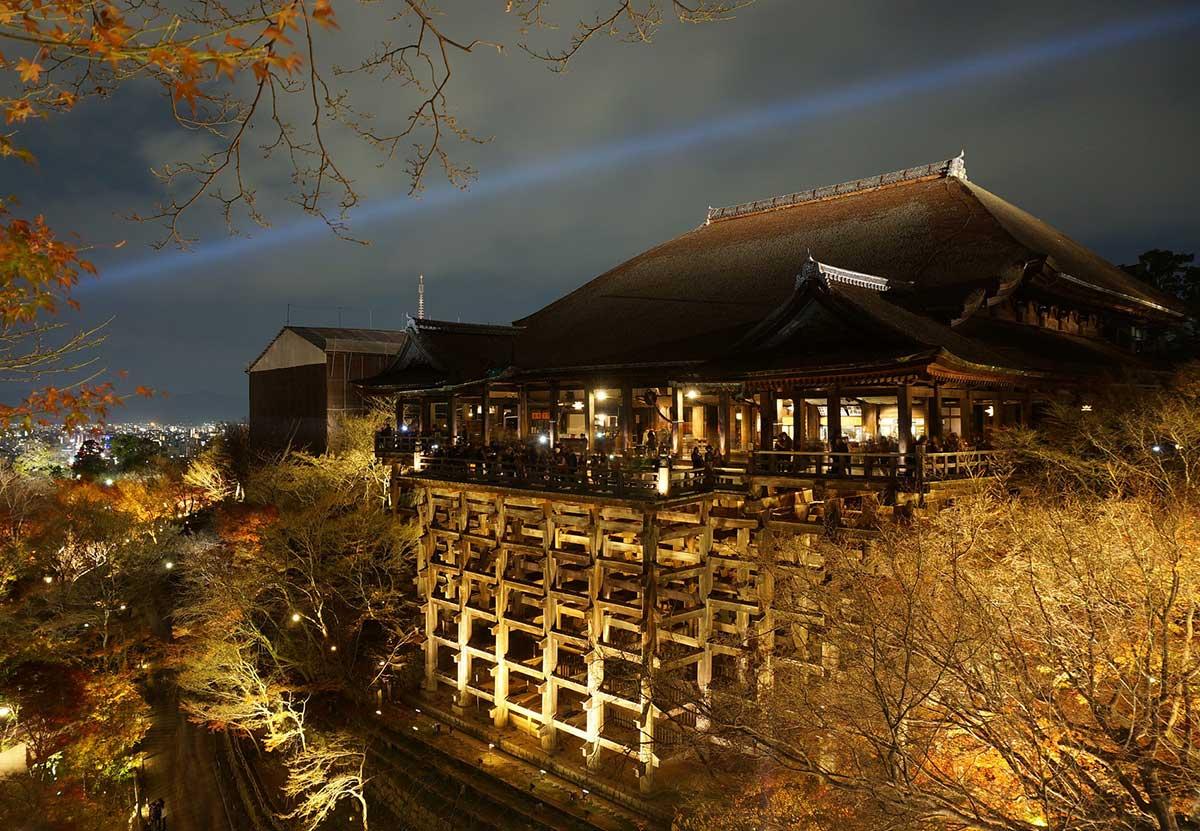 Kyoto travel - magnificent design of Kiyomizu Stage