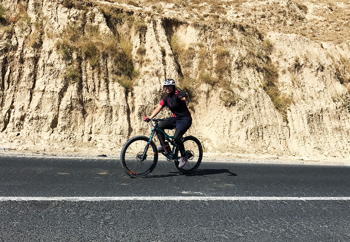 Magdalen and her Cannondale Habit SE during Uz-biking-stan adventure 2017
