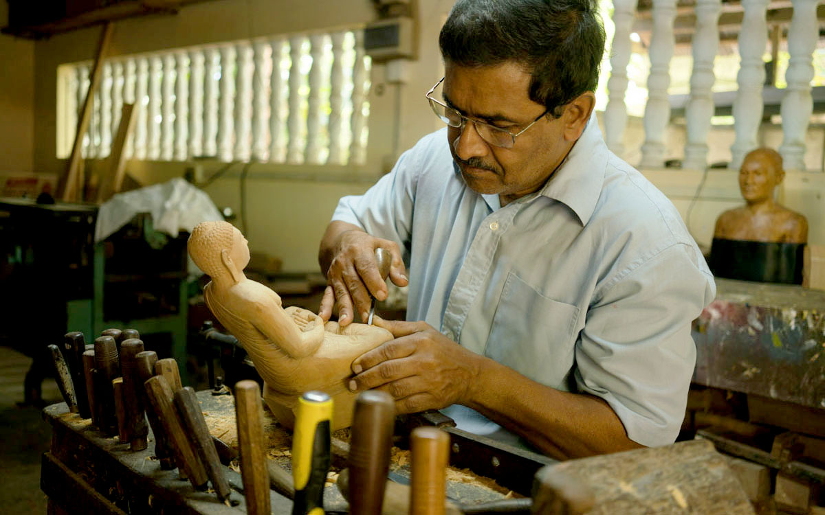 Craftsman wood carving - Sri Lanka handicrafts tour