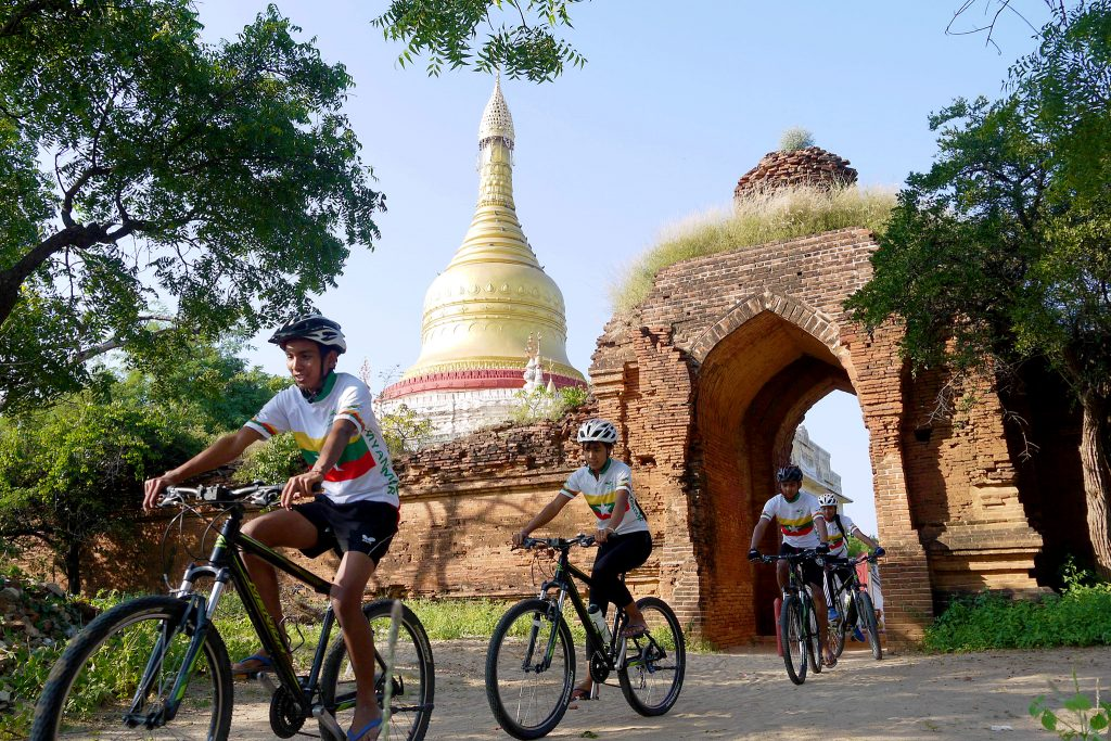 Bikers leaving the Shwesandaw Temple in Bagain